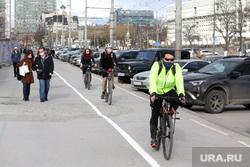 Подборка фотографий в период самоизоляции 28.04.20 в Перми, велодорожка, велосипедист, велосипедист в маске, самоизоляция