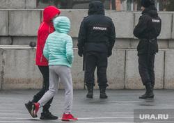 Карантин. Курган, подростки, полиция, наряд полиции