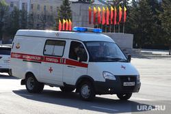 Город перед днем Победы. Курган, 9 мая, машина скорой помощи, украшение города к 9 мая