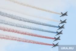 Торжественная церемония празднования Дня ВМФ на Сенатской площади. Санкт-Петербург, самолеты, авиашоу, авиация, триколор, су-25, парад, цветные дымы