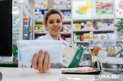 Продажа противовирусных препаратов и медицинских масок в аптеке. Челябинск, аптека, лекарства, фармацевт, маска медицинская