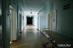 Центральная городская больница города Катав-Ивановск. Челябинская область, больничный коридор, больница, каталка больничная