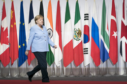 Ангела Меркель, bundeskanzlerin.de, меркель ангела, флаги государств