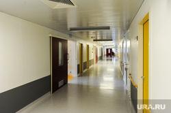 Аппарат искусственной вентиляции легких в Челябинском федеральном центре сердечно-сосудистой хирургии (кардиоцентре). Челябинск, больничный коридор, больница