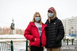Город во время режима самоизоляции. Сургут, медицинская маска, вирус, люди в медицинских масках, санитарные нормы, коронавирус