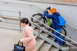 Пустой город. Обстановка в городе во время эпидемии коронавируса. Челябинск, пандус, подземный переход, эпидемия, велосипед, пустой город
