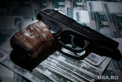 Клипарт по теме Насилие. Москва, убийство, оружие, пм, ограбление, пачка денег, криминал, преступление, бандитизм, разбой, братки, киллер, пистолет, макаров, разборки, стрелка, деньги, купюры, тысячные, заказное убийство, наемный убийца, молодежные банды