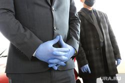 Единая Россия вручает медикам ключи от машины. Курган , гигиена, резиновые перчатки, маска защитная, санитарный контроль