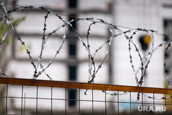 Начало сноса Ховринской больницы в Москве, колючая проволока, колючка, забор