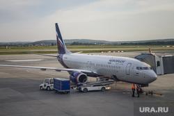 Зал ожидания аэропорта «Кольцово». Екатеринбург, багаж, погрузка, аэрофлот, авиалайнер, авиакомпания, транспортер, самолет, взлетное поле, боинг 737-800, vq-bhw, федор плевако, транспортная лента