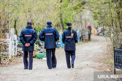 Обстановка на челябинских муниципальных кладбищах во время родительского дня. Челябинск, днд, полиция, успенское кладбище, добровольная народная дружина