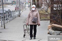 Город во время самоизоляции жителей. Курган , Жители города, дачный сезон, медицинская маска, масочный режим