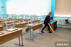Школа в селе Долгодеревенское, где пикетировали старшеклассники. Челябинская область, класс, уборка класса
