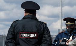 Девятнадцатый день вынужденных выходных из-за ситуации с CoVID-19. Екатеринбург, патруль, полиция, полицейский, проверка документов, covid-19, полицейский в маске, коронавирус, режим самоизоляции