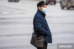 Екатеринбург во время пандемии коронавируса COVID-19, медицинская маска, защитная маска, маска на лицо, covid-19, covid19, мужчина в маске, коронавирус