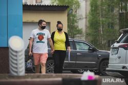 Лето в городе. Сургут, люди в масках, медицинская маска, масочный режим