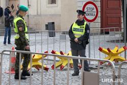 Евросоюз, полицейский, евросоюз, стоп, проход закрыт, чехия