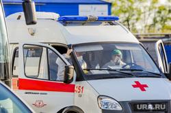 В аэропорту Челябинска приземлился «Суперджет» с вахтовиками Чаяндинского месторождения Якутии. Челябинск, эпидемия, скорая помощь, врач, медики, инфекционист