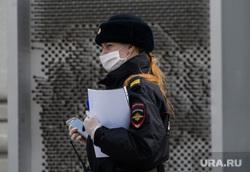 Пятнадцатый день вынужденных выходных из-за ситуации с CoVID-19. Екатеринбург, полиция, город екатеринбург, женщина полицейский, масочный режим, covid-19, covid19, полицейский в маске, коронавирус, режим самоизоляции, женщина в полиции, женщина-полицейский