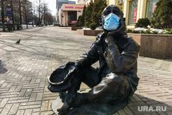 Кировка. Скульптуры в медицинских масках. Челябинск, эпидемия, грипп, орви, инфекция, кировка, нищий, скульптуры в масках