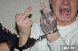 Суд над автором системы пыток Михаилом Белоусовым и зеками-активистами ИК-2. Екатеринбург, осужденный, конвой, уголовник, фак, татуировка, зеки, наколка, крик, жест руками, тату, задержание