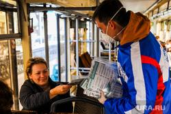 Раздача бесплатных медицинских масок в городском общественном транспорте. Челябинск, эпидемия, раздача масок, трамвай