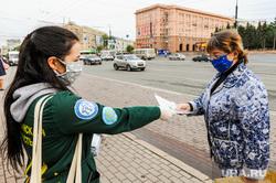 Раздача бесплатных медицинских масок в городском общественном транспорте. Челябинск, эпидемия, остановка общественного транспорта, маска медицинская, раздача масок, коронавирус