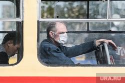 Проверка соблюдения масочного режима водителями. Екатеринбург, трамвай, пассажир в маске
