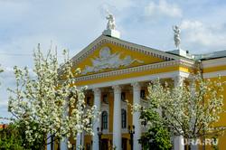 Весна в городе. Обстановка на улицах во время эпидемии коронавируса. Челябинск, цветение, весна, театр оперы и балета челябинск