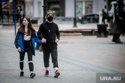 Екатеринбург во время пандемии коронавируса COVID-19, виды екатеринбурга, защитные маски, масочный режим, люди в защитных масках