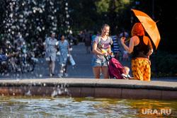Жизнь Екатеринбурга в жару, фонтан, лето, жара, зонт, солнце