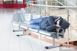 Аэропорт. Ханты-Мансийск, вокзал, сон, скамейка, зал ожидания, спит