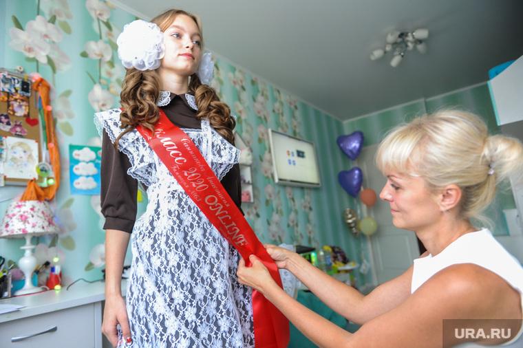 Выпускница 11 класса Анастасия Санникова во время онлайн Последнего звонка. Челябинск