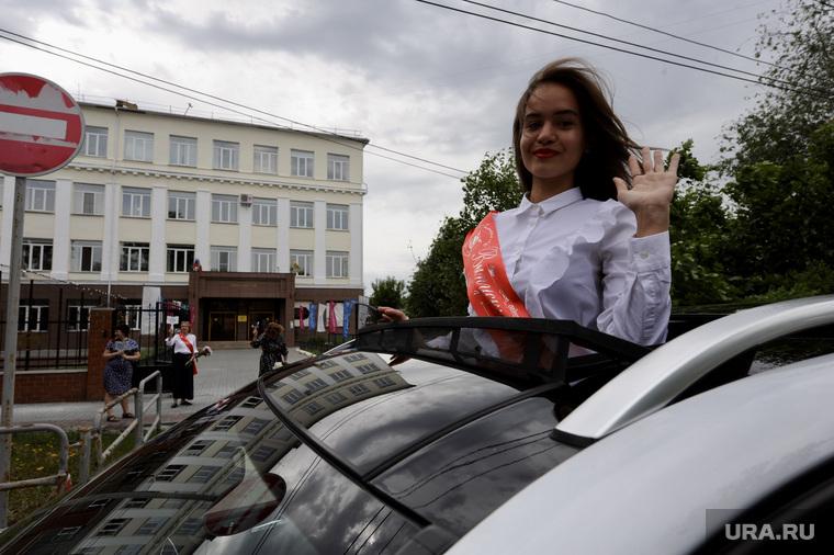 Последний звонок в гимназии 10. Челябинск