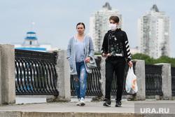 Пятьдесят шестой день вынужденных выходных из-за ситуации с распространением коронавирусной инфекции CoVID-19. Екатеринбург, люди на улице