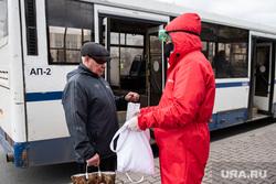 Екатеринбург во время пандемии коронавируса COVID-19, волонтеры, средства гигиены, раздача масок, защитные маски