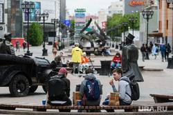 Пятьдесят шестой день вынужденных выходных из-за ситуации с распространением коронавирусной инфекции CoVID-19. Екатеринбург, улица вайнера, люди на улице