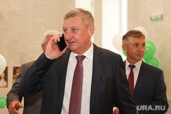Торжественная церемония инаугурации губернатора Вадима Шумкова. Курган, муратов сергей, говорит по телефону