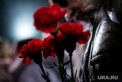 Прощание с Николаем Караченцовым в театре Ленком. Москва, траур, гвоздики, цветы