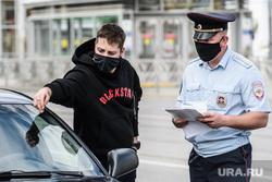 Проверка соблюдения масочного режима водителями. Екатеринбург, полиция, гибдд, дорожно патрульная служба, проверка на дорогах, масочный режим, полицейский в маске, проверки на дорогах, полицейский рейд