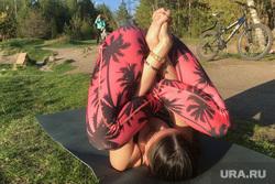 Занятие йогой в парке. Челябинск