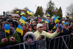 Юлия Тимошенко, флаги украины, митинг, толпа