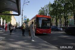 Город в период самоизоляции 27 мая 2020. Пермь, автобус, остановка автобусная