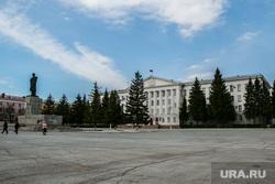 Здание Правительства курганской области. Курган, памятник ленину, площадь ленина, администрация кургана, курганская городская дума