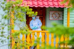 Челябинский областной реабилитационный центр, куда поместили на карантин прилетевших из Тайланда. Челябинск, медик, эпидемия, карантин, защитная одежда, врач, коронавирус, обсервация