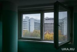 Начало сноса Ховринской больницы в Москве, вид из окна, открытое окно, окно, ховринская больница