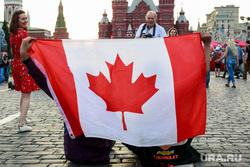 Болельщики на Никольской и Красной площади. Москва, канадский флаг, флаг канады