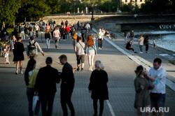 Екатеринбург во время пандемии коронавируса, набережная, эпидемия, виды екатеринбурга, толпа