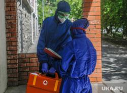 Эвакуация общежития тюменского государственного медицинского университета. Тюмень, эвакуация, общежитие, карантин, тест на covid19, тест на коронавирус, коронавирус, врач в костюме, врач в маске, врач в защитном костюме