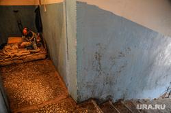 Тюменец, которого выселили из квартиры. Тюмень, обшарпанные стены, бич